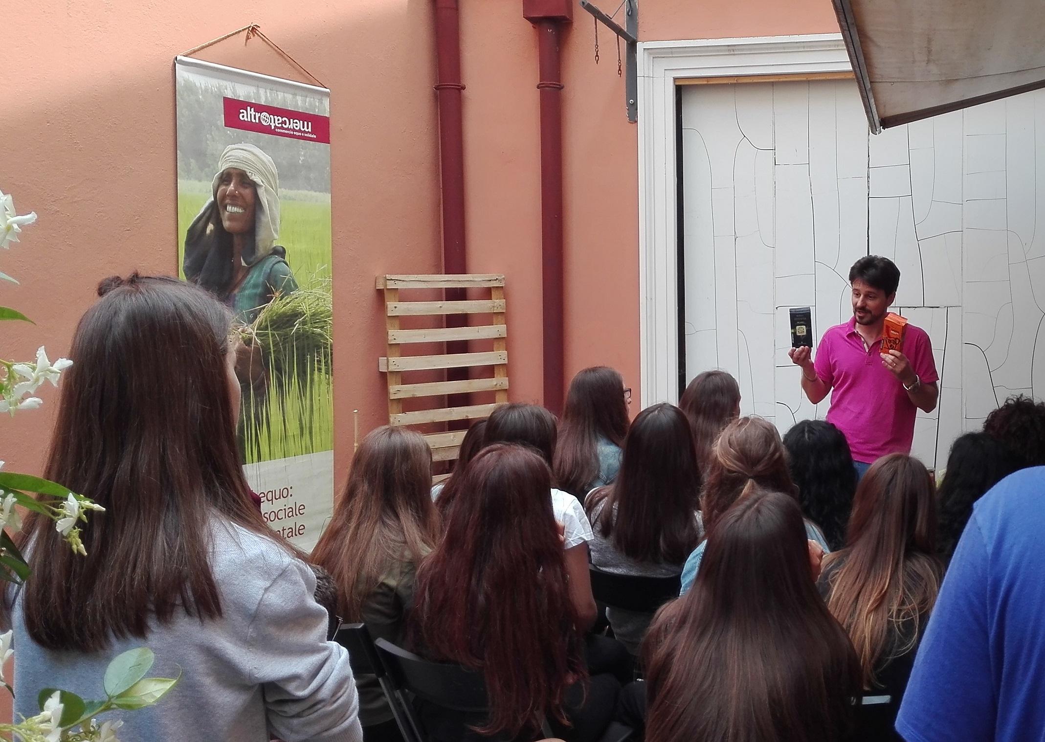Incontro scuole nella Bottega di Legnago con Ass. Colomba Bianca