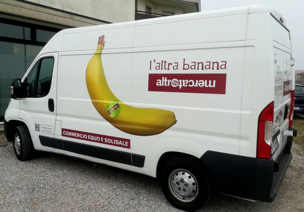 Furgone consegne frutta fresca Altromercato Verona
